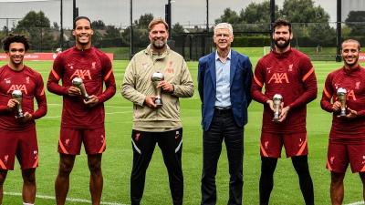 Λίβερπουλ: Ο Αρσέν Βενγκέρ παρέδωσε τα βραβεία της FIFA στους Κλοπ, Φαν Ντάικ, Άρνολντ, Άλισον και Τιάγκο