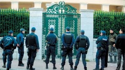 Πολιτικά ορθή η αναβολή της πανεπιστημιακής αστυνομίας την ώρα που η νεολαία είναι στα κάγκελα