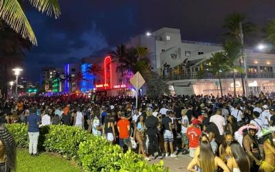 ΗΠΑ: Σε κατάσταση έκτακτης ανάγκης το Miami Beach, λόγω δεκάδων χιλιάδων επισκεπτών!