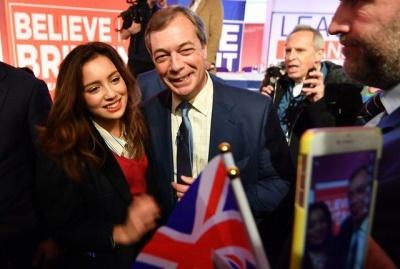 Βρετανία: Μεγάλη πορεία υπέρ του άμεσου Brexit με επικεφαλής τον Farage