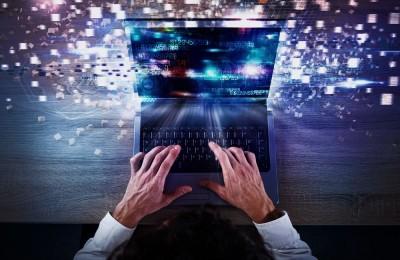 ΕΛΣΤΑΤ: Με πρόσβαση στο διαδίκτυο τα 8 στα 10 νοικοκυριά