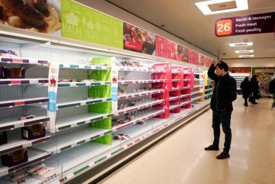 Χάος στα σούπερ μάρκετ της Βρετανίας - Πως η... pingdemic απειλεί με ελλείψεις τροφίμων
