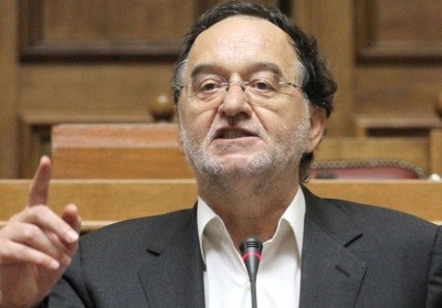 """Λαφαζάνης: Μετέτρεψαν μαγικά ένα μη βιώσιμο χρέος σε βιώσιμο, χωρίς να """"κουρέψουν"""" ούτε ένα ευρώ"""