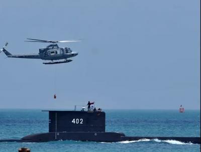 Θρίλερ στην Ινδονησία με το χαμένο υποβρύχιο – Ακόμα 24 ώρες με οξυγόνο τα 53 μέλη του πληρώματος