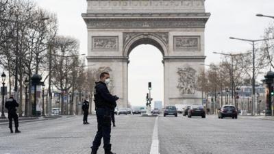 Γαλλία: Σε 24 ώρες οι νεκροί έφθασαν στους 365 και συνολικά 1.696 έχουν υποκύψει στον κορωνοϊό