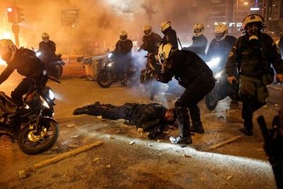 «Είμαι καλά, θα αντέξω» - Τα πρώτα λόγια του τραυματία αστυνομικού