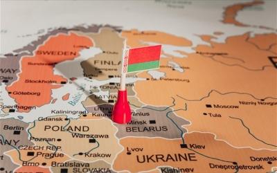 Λευκορωσία και Ουκρανία: Αμοιβαίες απελάσεις διπλωματών για βεβήλωση της σημαίας