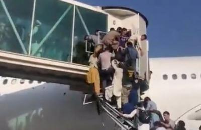 Αφγανιστάν: Δραματική η κατάσταση στο αεροδρόμιο της Καμπούλ - Η Ελβετία ανέβαλε πτήση απομάκρυνσης πολιτών