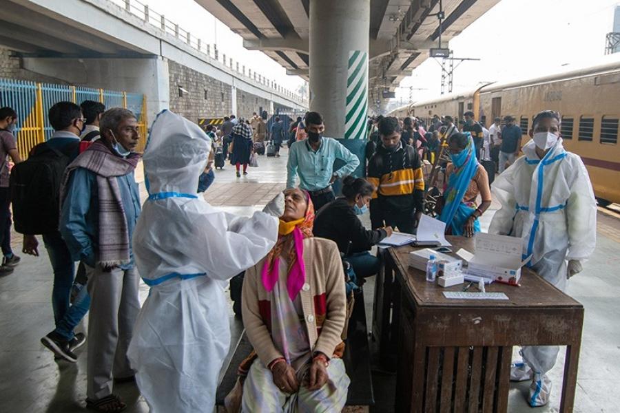 Ινδία: Πλήττεται από σφοδρό κύμα Covid, και σταμάτησε τις εξαγωγές του remdesivir