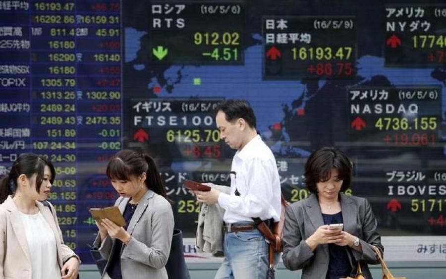 Μεικτά πρόσημα στην Ασία, απογοήτευσαν οι λιανικές πωλήσεις στην Κίνα