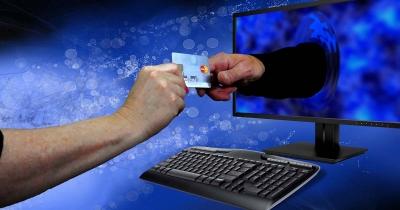 «Κούρεμα» από 25% έως και 100% στο φόρο - πέναλτι για τις ηλεκτρονικές αποδείξεις