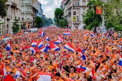 Η UEFA αρνείται ότι απαγόρευσε τις σημαίες ουράνιου τόξου στη Βουδαπέστη για το Ολλανδία – Τσεχία!