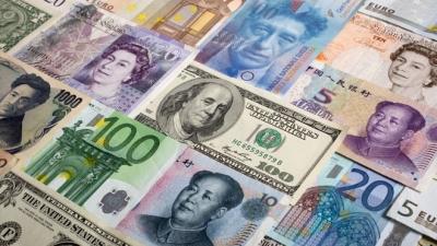 Ευρώ και γουάν δεν απειλούν την πρωτιά του δολαρίου