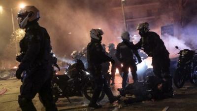 Νέα Σμύρνη - Η στιγμή της επίθεσης στον αστυνομικό