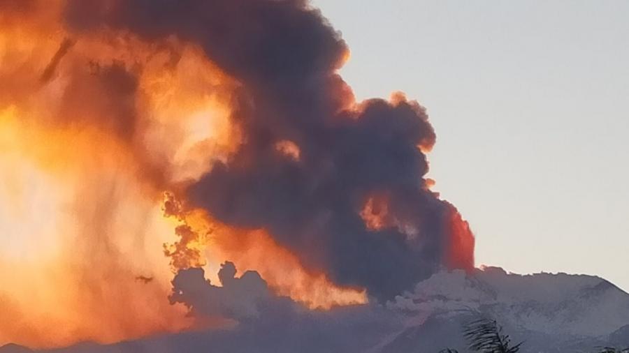 Ιταλία: Εξερράγη το ηφαίστειο της Αίτνας - Κλειστό το αεροδρόμιο της Κατάνιας