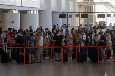 Εσπευσμένα αναχώρησαν από την Πορτογαλία Βρετανοί τουρίστες για να αποφύγουν την 10ημερη καραντίνα