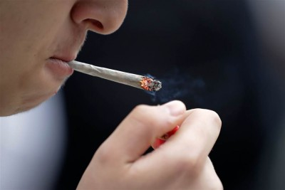 Η τηλεργασία «σπρώχνει» τους Βρετανούς στο κάπνισμα