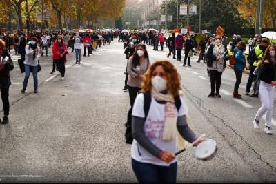 Ισπανία: Στους δρόμους γιατροί και νοσηλευτές για τις περικοπές Sanchez στην υγεία εν μέσω covid