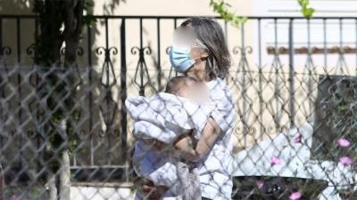 Γλυκά Νερά: Από κοινού επιμέλεια της μικρής Λυδίας με τους γονείς της Καρολάιν ζητεί η οικογένεια του πιλότου