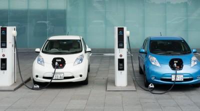 «Στην πρίζα» η χωροθέτηση υποδομών φόρτισης για τα ηλεκτρικά οχήματα