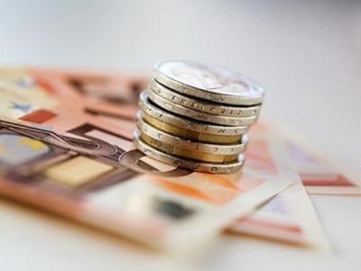 Λιγότερα πλαστά ευρώ στην αγορά