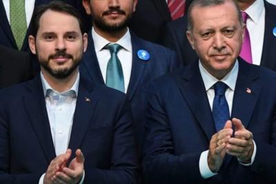 Ο γαμπρός του Erdogan «επιστρέφει» και απειλεί με μηνύσεις τους επικριτές του
