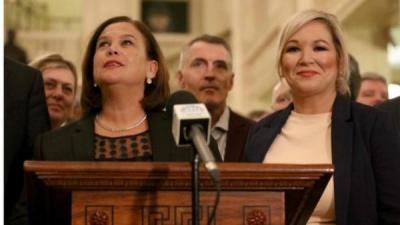 Τέλος το πολιτικό αδιέξοδο στη Β. Ιρλανία - DUP και Sinn Fein σχημάτισαν κυβέρνηση συνασπισμού