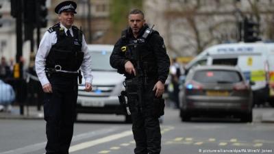 Λονδίνο: Αστυνομικοί συνέλαβαν άντρα με τσεκούρι