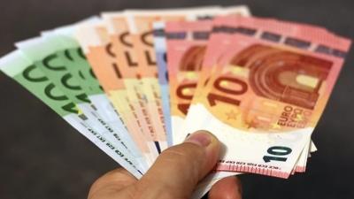 Σέρρες: Απέσπασε 127.000 ευρώ από τα θύματά της προσποιούμενη την εφοριακό