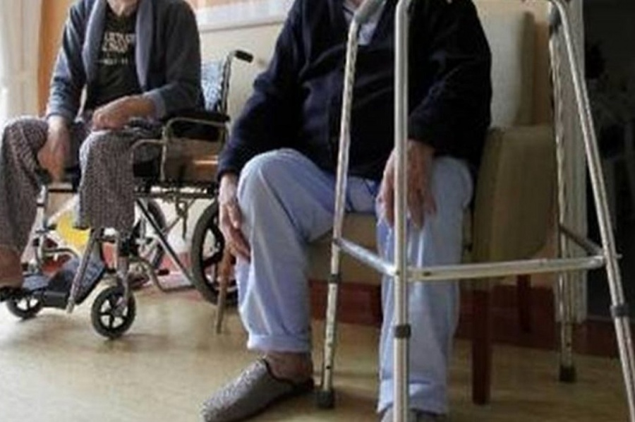 Κλιμάκιο του ΕΟΔΥ σε οίκο ευγηρίας στην Αττική μετά από τον εντοπισμό κρούσματος