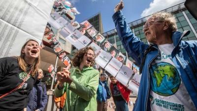 Τα «πράσινα» πλήγματα κατά των ExxonMobil και Shell – Νέα σελίδα στη μάχη για την κλιματική αλλαγή