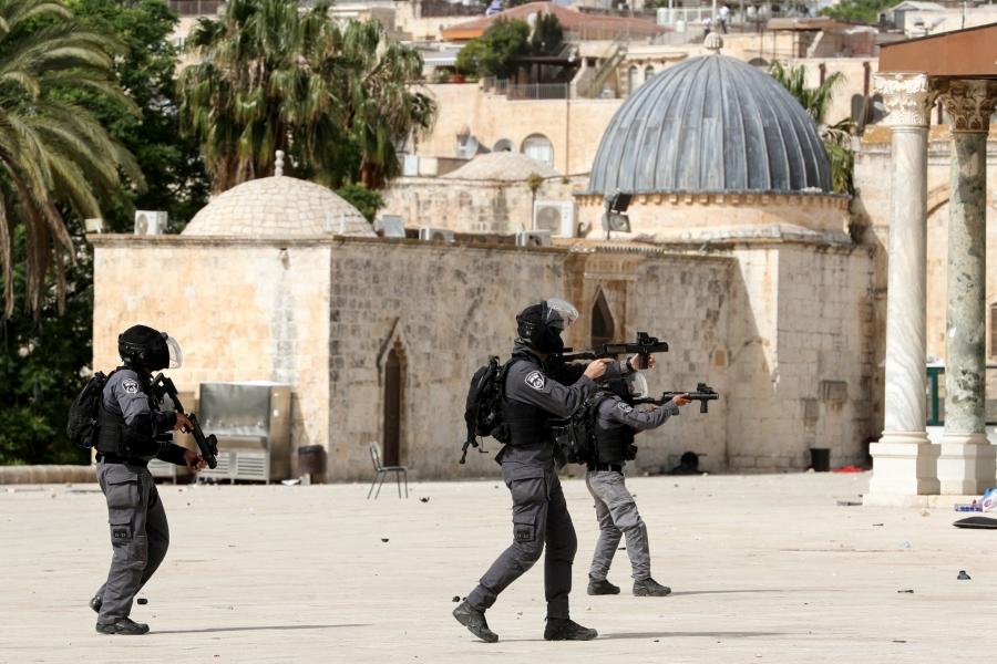 Σφοδρές συγκρούσεις στην Ιερουσαλήμ – Εκατοντάδες τραυματίες και νεκροί σε βομβαρδισμούς στη Λωρίδα της Γάζας