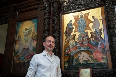Έλληνας συντηρητής έργων, μετακόμισε στην Τουρκία και διασώζει αντικείμενα εκκλησίας της Κωνσταντινούπολης