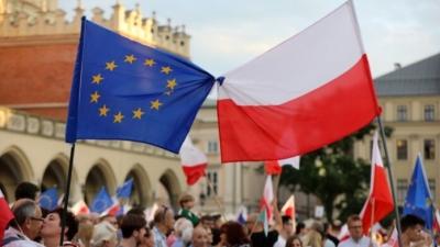 Μετά το Brexit έρχεται το Polexit; Το ημερήσιο πρόστιμο των 500.000 ευρώ στην Πολωνία κρούει το καμπανάκι του κινδύνου