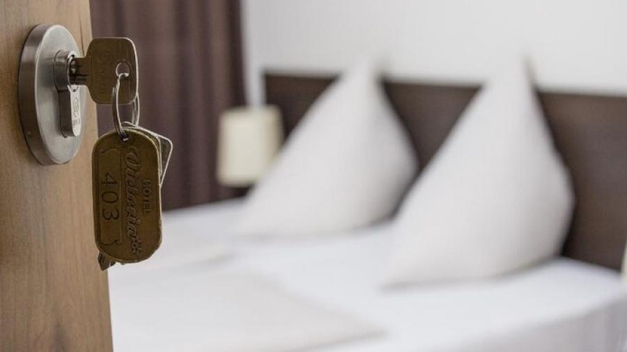Τι ζητούν οι ξενοδόχοι από Σκρέκα και Βεσυρόπουλο