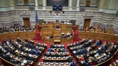 Βουλή: Εγκρίθηκε η τροπολογία για τους υποχρεωτικούς εμβολιασμούς