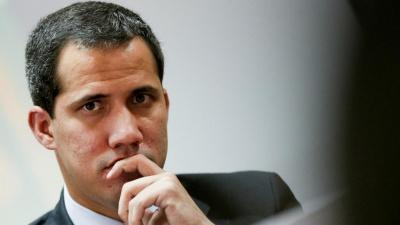 Βενεζουέλα: Πολίτες επιτέθηκαν σε οχήματα που μετέφεραν συνεργάτες του Juan Guaido στο κοινοβούλιο