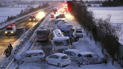 Απίστευτη καραμπόλα 130 οχημάτων λόγω της χιονόπτωσης στην Ιαπωνία