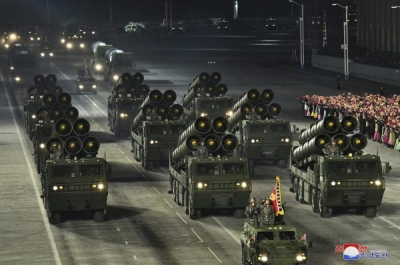 Βόρεια Κορέα: Mεγάλη, νυχτερινή παρέλαση στην Πιονγκγιάνγκ