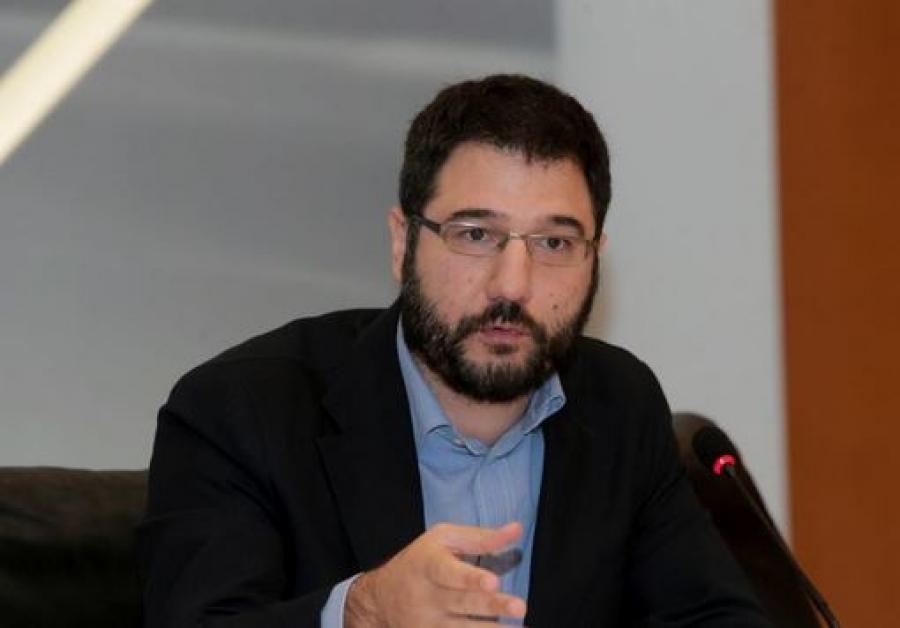 Ηλιόπουλος (ΣΥΡΙΖΑ): Ανίκανος, επικίνδυνος και ψεύτης, με μία λέξη: Χρυσοχοΐδης