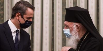 Παρουσία Ιερώνυμου η ορκωμοσία της κυβέρνησης - Μητσοτάκης σε Αρχιεπίσκοπο: Η Eκκλησία να αναλάβει τις ευθύνες της, να δίνει θετικό παράδειγμα