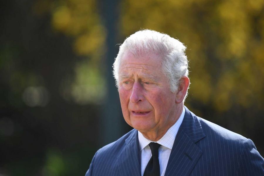 Έβαλαν τα κλάματα Κάρολος και Καμίλα βλέποντας την «θάλασσα» από λουλούδια για τον πρίγκιπα Φίλιππο