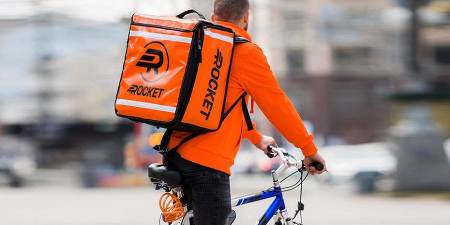 Η Rocket καλεί τις πλατφόρμες online food delivery σε καθολική εφαρμογή συμβάσεων αορίστου χρόνου