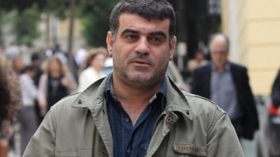 Σκληρή κόντρα ΣΥΡΙΖΑ - ΝΔ για το ένταλμα σύλληψης του Βαξεβάνη - Τι απαντά ο εκδότης