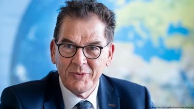 Gerd Müller (Γερμανός Υπουργός): Στο Καρά Τεπέ στην Λέσβο «οι αρουραίοι δαγκώνουν μωρά»