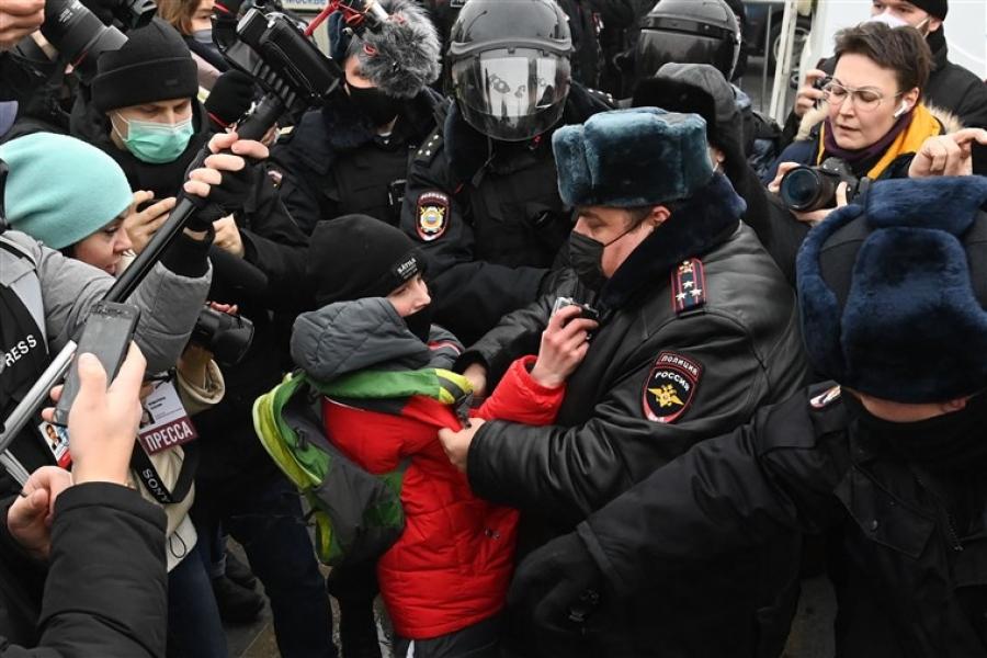 Ρωσία: Η αστυνομία συνέλαβε πάνω από 1.600 υποστηρικτές του Navalny