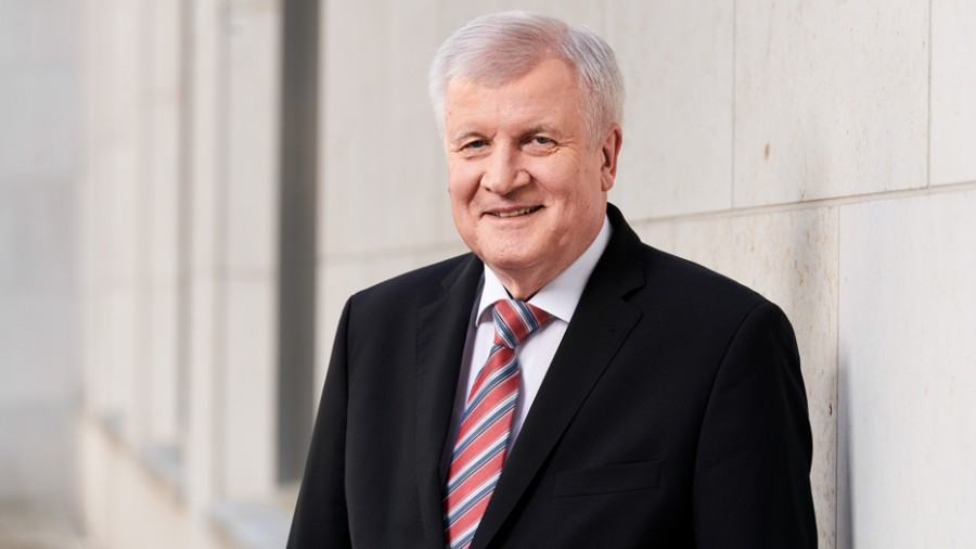 Seehofer: Μεγαλύτερη απειλή για τη Γερμανία ο ακροδεξιός εξτρεμισμός