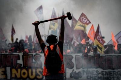 Παραδομένη στο χάος η Γαλλία - 10η ημέρα απεργίας κατά της μεταρρύθμισης στο συνταξιοδοτικό