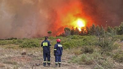 Πυροσβέστης τραυματίστηκε σοβαρά στη μάχη με τις φλόγες στην Πάρνηθα