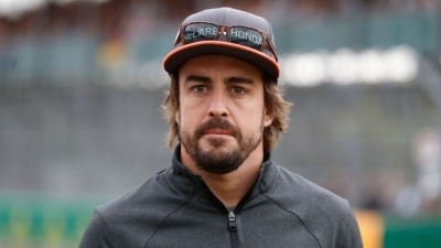 Formula 1: Αυτοκίνητο παρέσυρε τον Fernando Alonso
